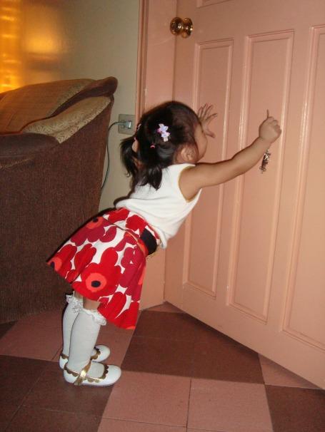 zoe opens the door on christmas day 2