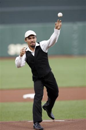 Wearing a cool and comfy elegant pants matched with black cashmere vest and long sleeved white polo, Manny was all smiles during the opening of San Francisco baseball team